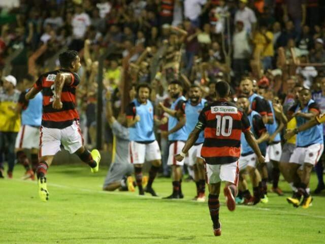 Camisa 10 Salomão comemora gol sobre time do Maranhão (Foto: Franz Mendes)