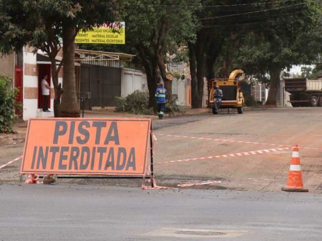 Obras de recapeamento na Rua Pernambuco em obras no mês de agosto de 2019 (Foto: Henrique Kawaminami)