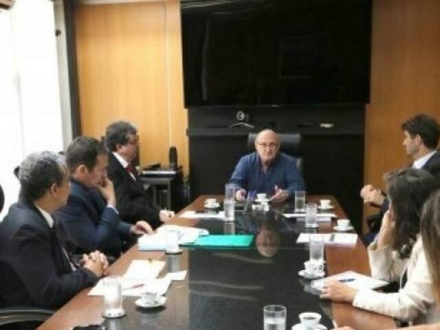Comissão criada pelo TJMS sobre implantação de lei durante reunião no dia 9 de janeiro. (Foto: Divulgação)