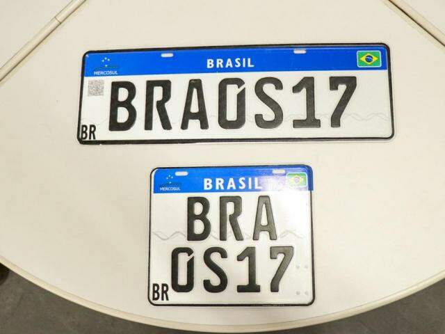 Placa Mercosul passou a ser utilizada em Mato Grosso do Sul. (Foto: Henrique Kawaminami)