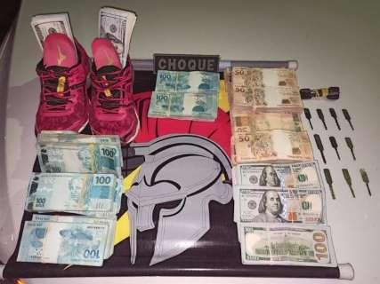 Dinheiro apreendido com dupla na BR-262 foi furtado em casa de câmbio