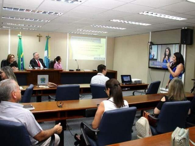 Prestação de contas de saúde no plenarinho da Assembleia (Foto: Wagner Guimarães/ALMS)