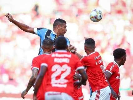 Diego Souza marca no final e garante vitória do Grêmio sobre o Inter