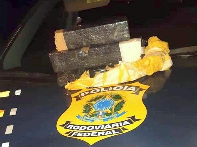 Tabletes da droga encontrados pelos suspeitos. (Foto: Adilson Domingos)