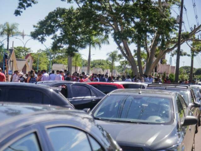 Concentração de cerca de 80 motoristas foi na Cidade do Natal (Foto: Marcos Maluf)