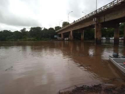Após 3 dias de trabalho, sedimentos no Rio Miranda são retirados