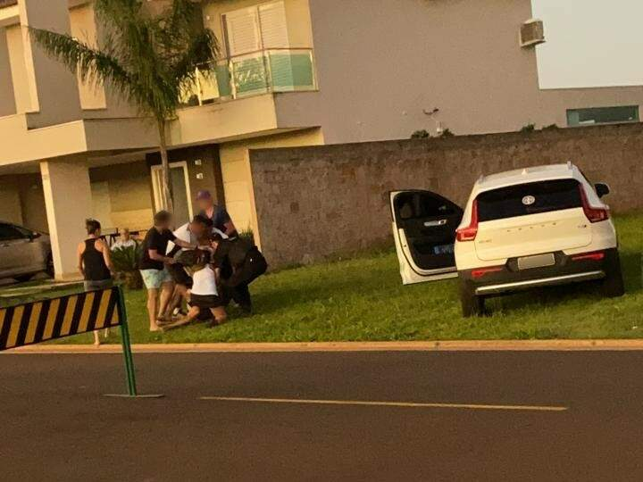 Vídeo mostra briga e bate-boca em mais um episódio dentro do Damha III, em Campo Grande (Foto: Direto das Ruas)