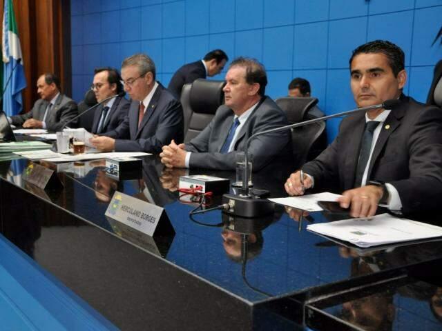 Deputados durante sessão na Assembleia (Foto: Luciana Nassar/ALMS)