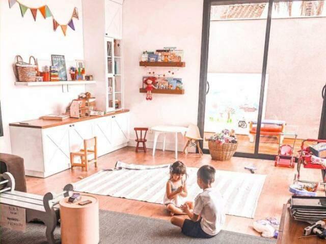 Fotos foram feitas pelo casal e mostram a arquitetura de uma casa com vida, inclusive com crianças. (Foto: Arquivo Pessoal)