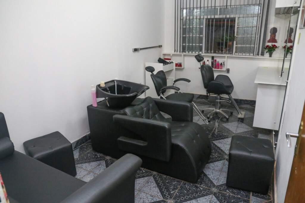Salão para o atendimento de cabeleireiro e manicure. (Foto: Paulo Francis)