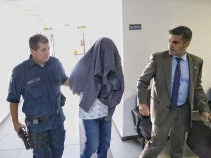 À Justiça, pai alega que mexia no celular enquanto filho se afogava