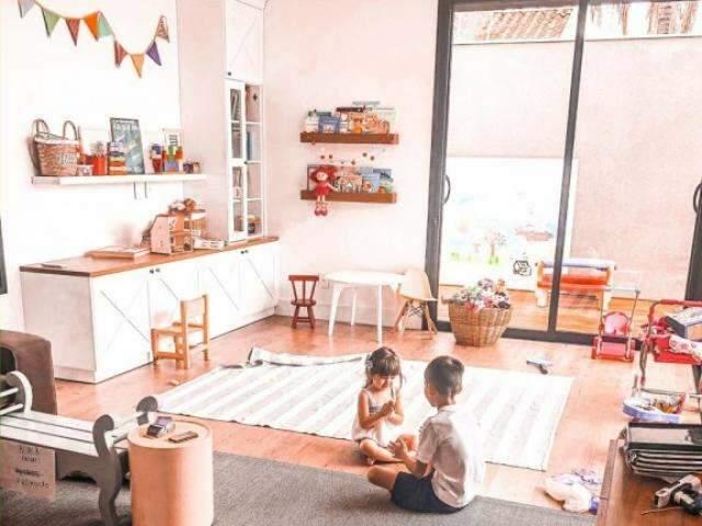 Inspirada nos EUA, casa tem hall de sapatos e ambientes voltados para o quintal
