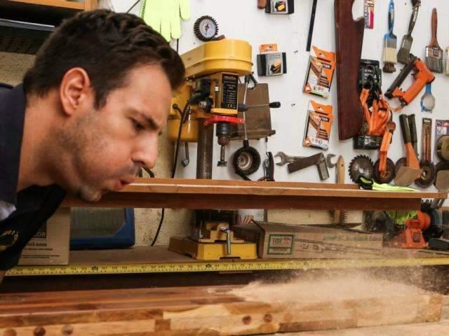 Marceneiro diplomado, espanhol escolheu MS para transformar madeira em arte