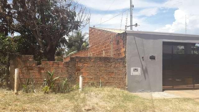 Dengue ainda preocupa mães por descaso com terrenos baldios