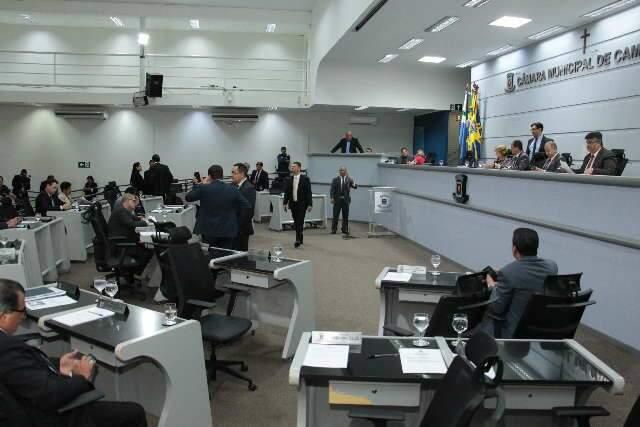 Vereadores se reúnem para definir sobre manutenção de sessões na Câmara