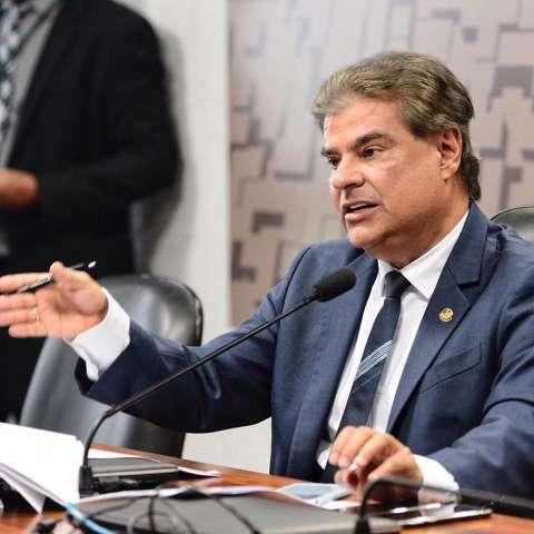 Senador Nelsinho Trad é internado com febre em hospital de Brasília