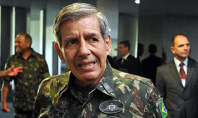 Com ministro, chegam a 17 infectados por coronavírus em comitiva de Bolsonaro