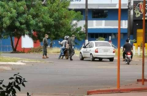 Exército paraguaio fecha acessos a Pedro Juan, mas libera trabalhadores