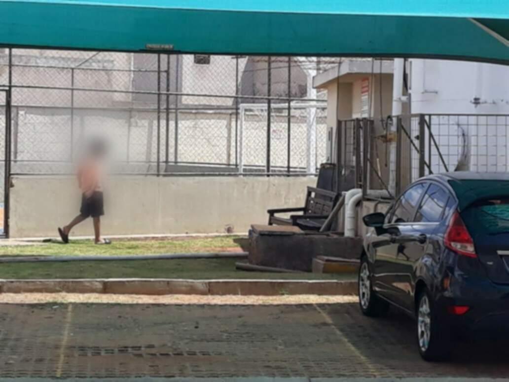 Enquanto isso, em condomínio no Tiradentes, crianças e adolescentes ficam livres e aproveitam as áreas comuns (Foto: Direto das Ruas)