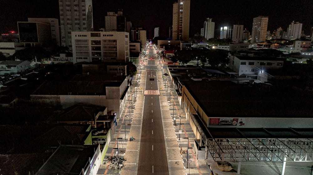 Toque de recolher deixou rua vazia no Centro de Campo Grande. (Foto: @porcimadeCG)
