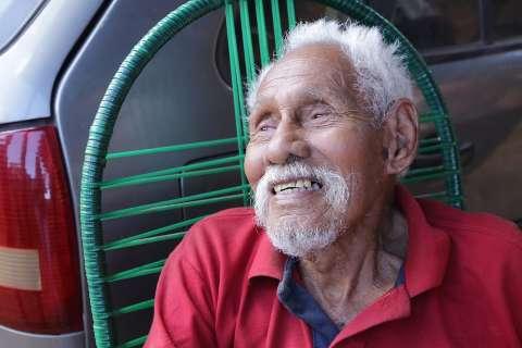 """Nem todo idoso anda """"batendo perninha"""", para muitos jovens, alguns são exemplo"""