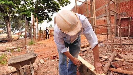 Trabalhador em obra de Campo Grande (Foto: Campo Grande News/Arquivo)