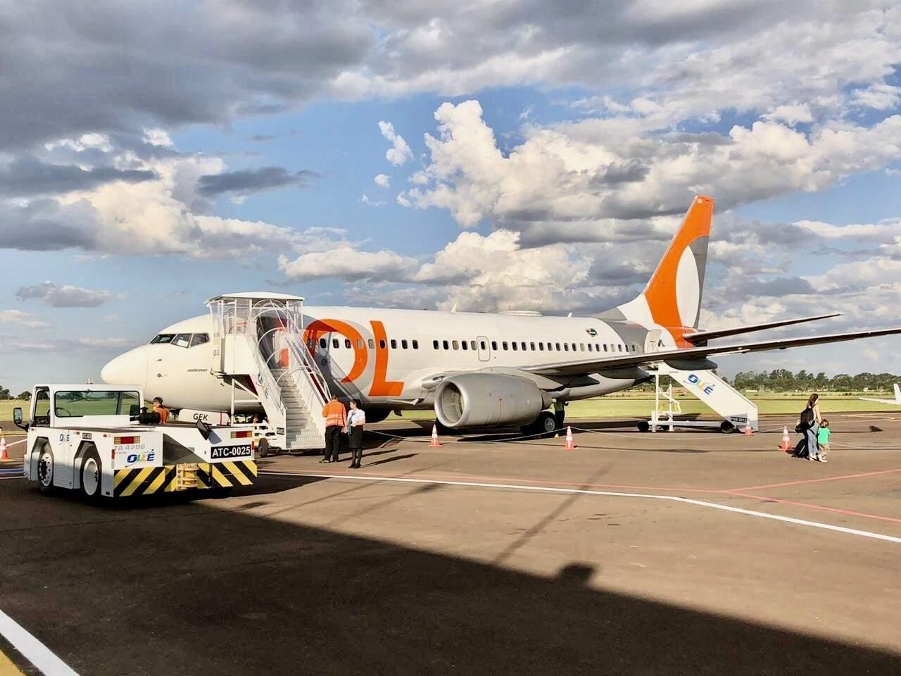 Avião da Gol no pátio do Aeroporto de Dourados na estréia do voo para Guarulhos, dia 2 deste mês. Com a queda na demanda em meio ao coronavírus , a operação chega ao fim nesta quinta-feira (Foto: Antonio Perez)