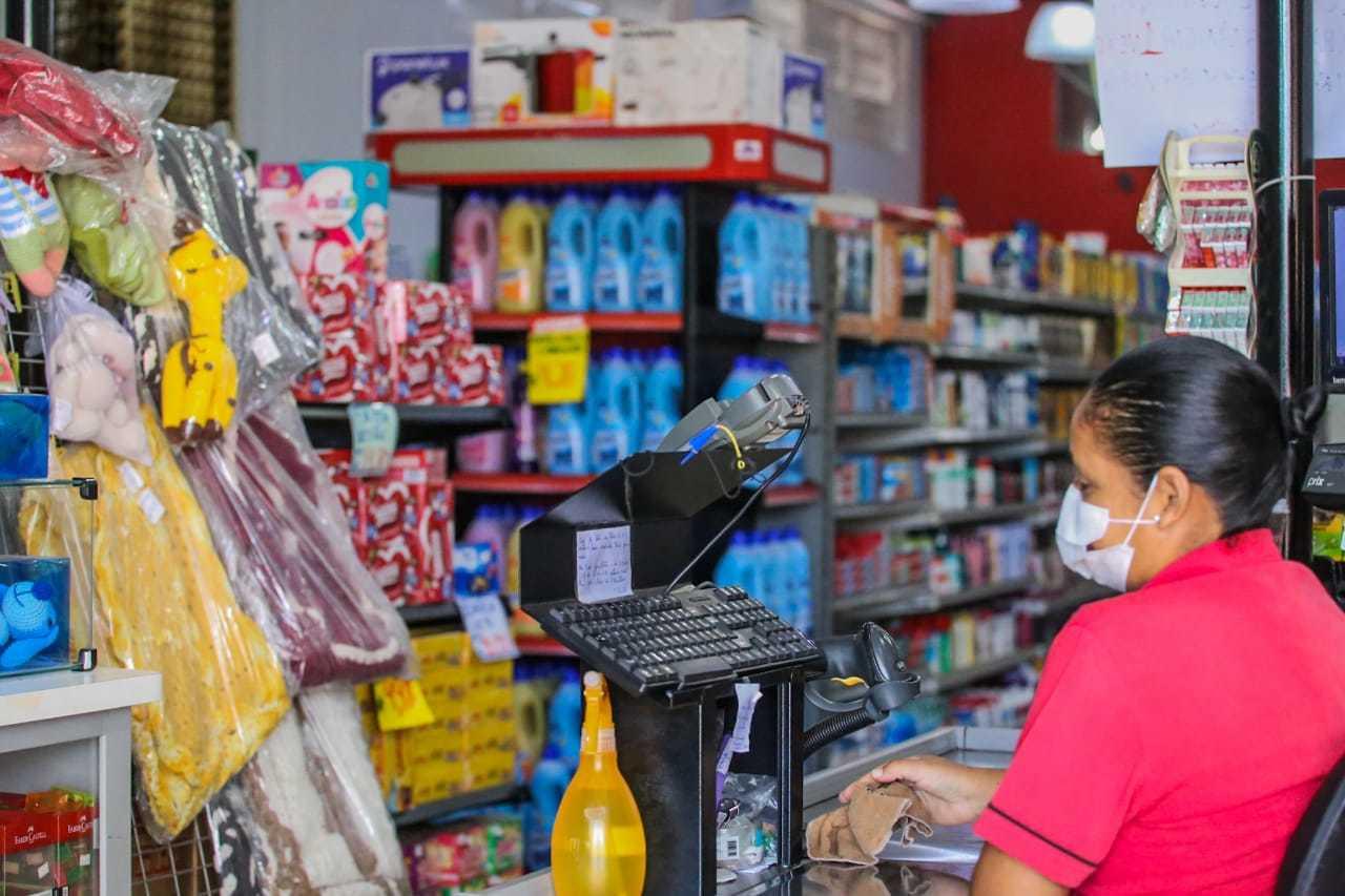 Supermercado segue abastecido e com movimento normal no bairro Aero Rancho, mais populoso da cidade. (Foto: Marcos Maluf)