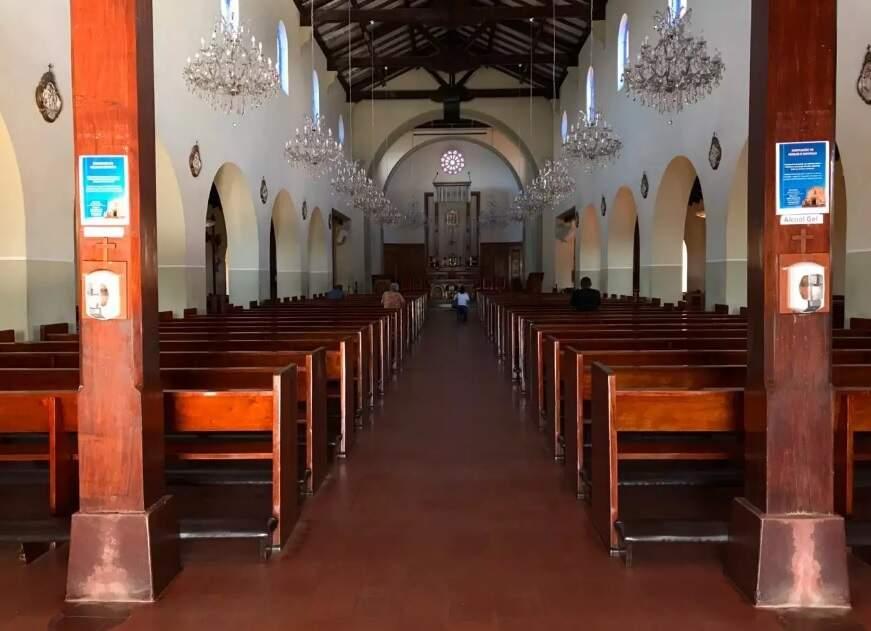 Apesar de não haver celebrações, igrejas permanecem abertas. (Foto: Danielle Errobidarte)