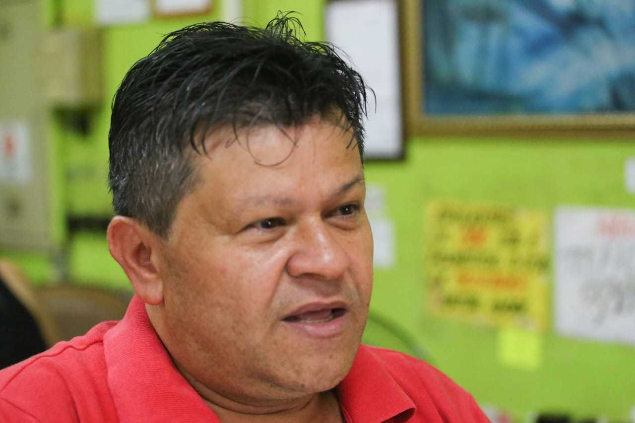 O gerente de supermercado Adailton dos Santos destaca retorno ao movimento normal de clientes. (Foto: Marcos Maluf)