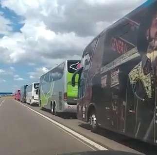 Empresários do transporte fazem carreata para voltar a circular com pandemia