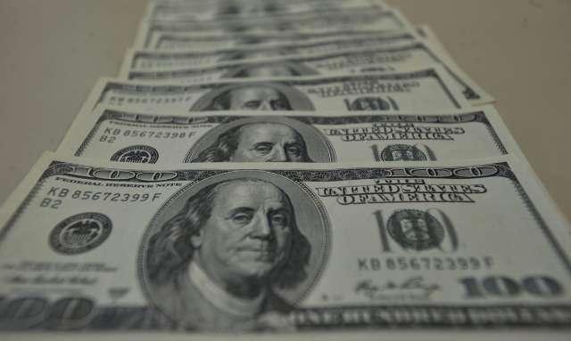 Dólar comercial volta a ser vendido acima de R$ 5,10
