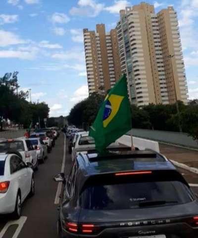 """Marquinhos gasta inglês em apelo para manter """"lockdown"""""""