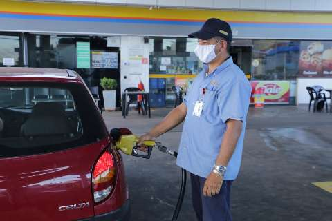 Vendas de combustíveis caíram até 70%, mas os preços não baixam