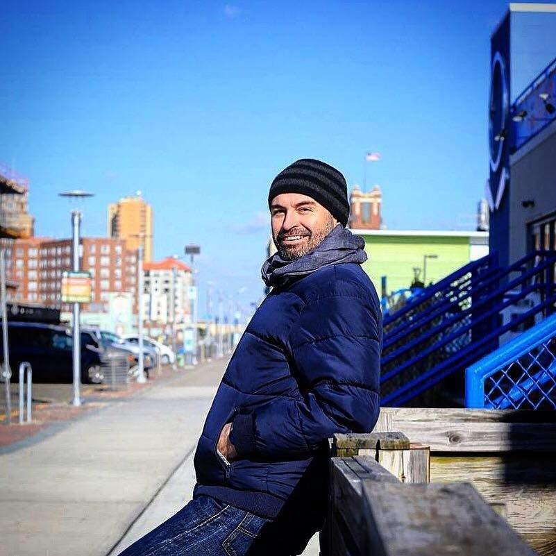 Alexandre Heretier, 47 anos, é comissário de vôo e bancário e vive em Manhattan (Foto: Arquivo Pessoal)