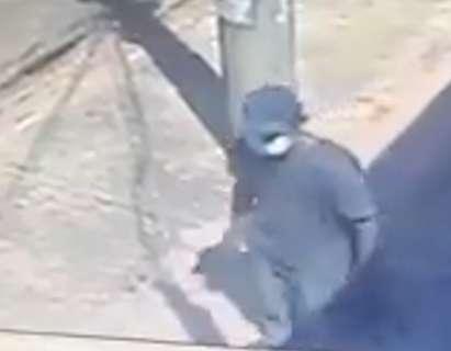Ladrão usa máscara cirúrgica para furtar carro no Jardim Paulista