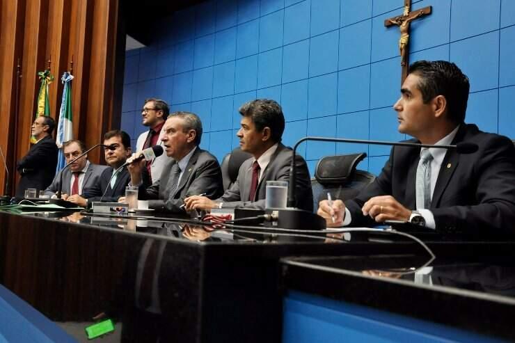 Deputasdos estaduais durante sessão na Assembleia (Foto: Luciana Nassar - ALMS)