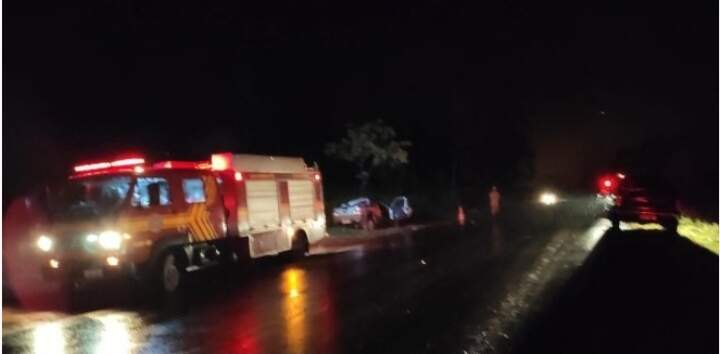 Viaturas do Corpo de Bombeiros no local do acidente (Foto: Divulgação)