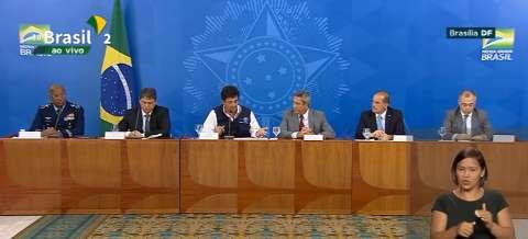 Junto a outros ministros, Mandetta admite tensão, mas nega saída