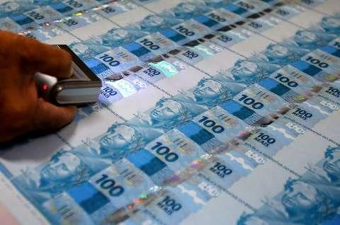 """Sugestão de Marquinhos, """"imprimir dinheiro"""" já resolveu crise e BC estuda medida"""