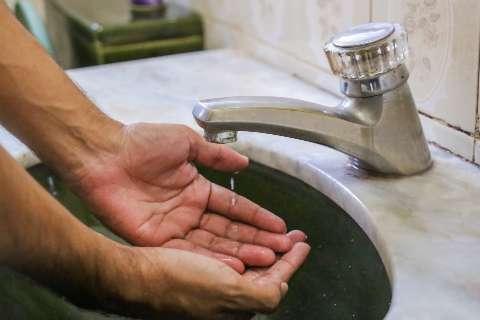 Para reparos na rede, 2 bairros tem falhas no fornecimento de água