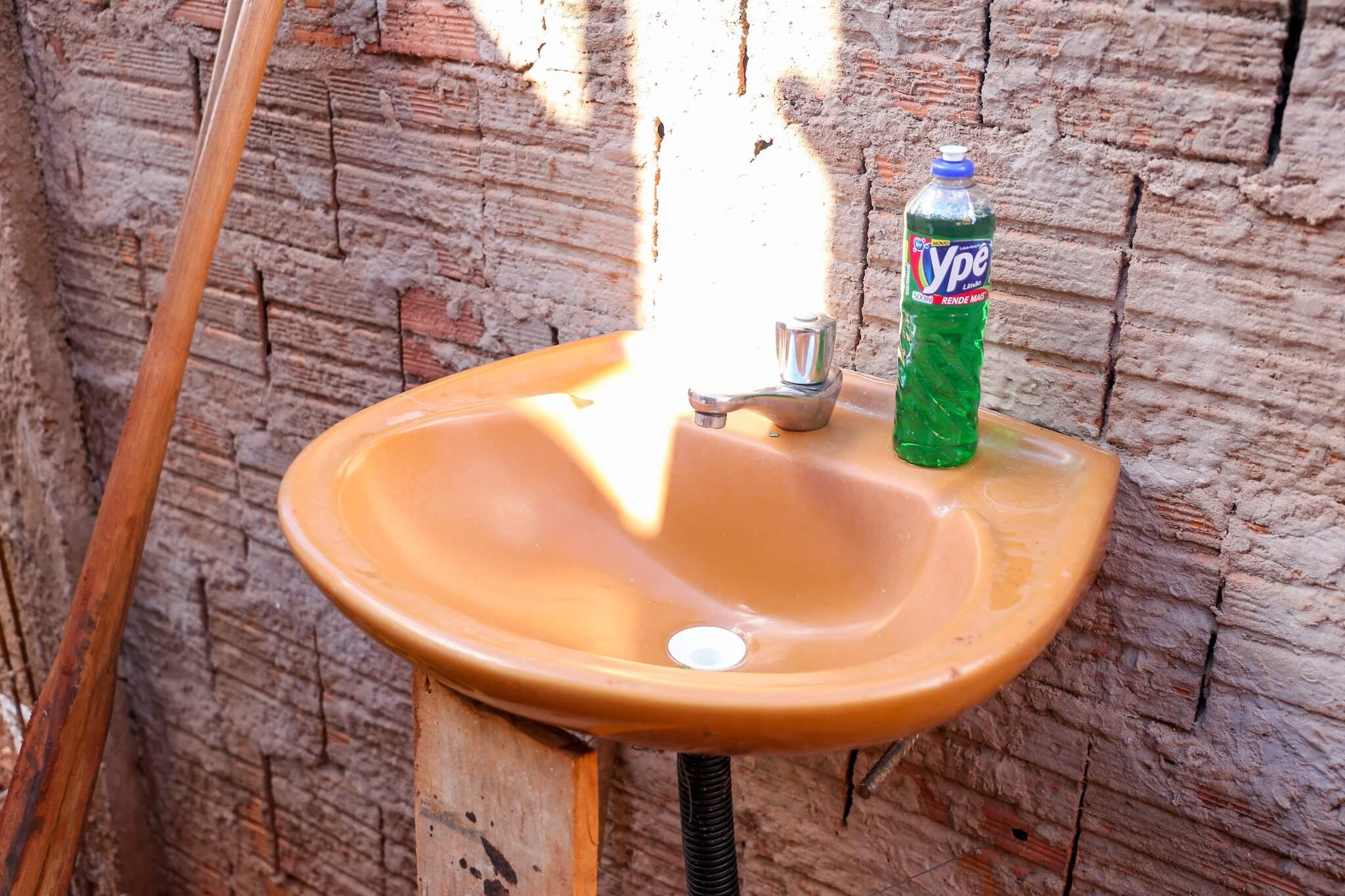 Conforme decreto da prefeitura, além de equipamentos de proteção individual é necessário que lavatórios sejam disponibilizados com água e sabão (Foto: Paulo Francis)