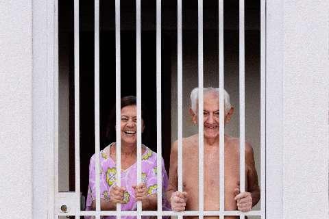 """Para conscientizar grupo de risco, Nícolas """"tranca"""" avós em casa"""