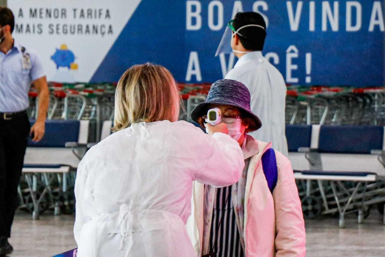 Barreira sanitária no Aeroporto Internacional de Campo Grande começou a operar na última segunda-feira (30) (Foto: Henrique Kawaminami)