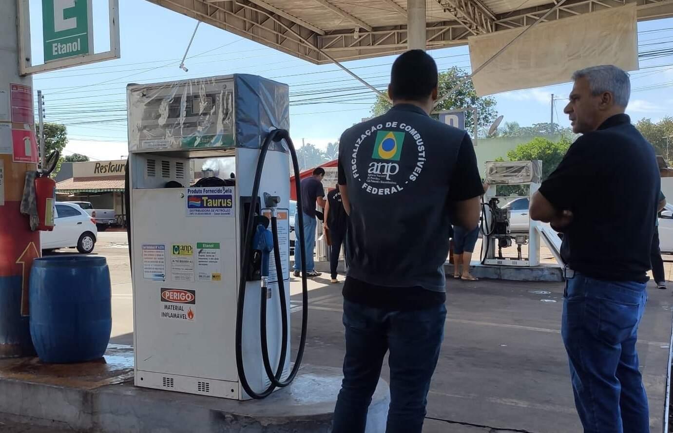 Fiscalização do Procon em posto da Capital (Foto: Divulgação - Procon)