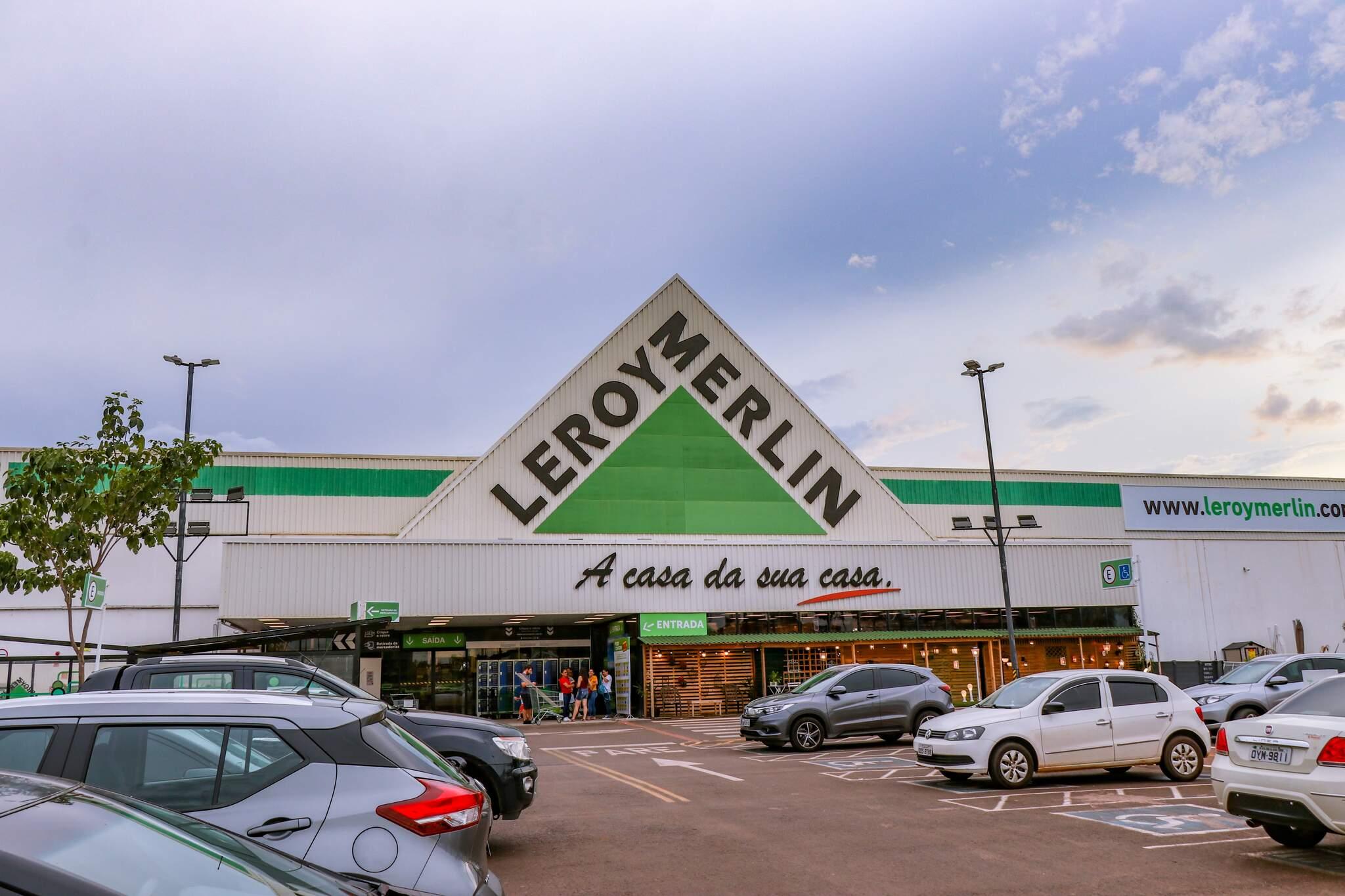 Leroy Merlin fica ao lado do Shopping Bosque dos Ipês, na Avenida Cônsul Assaf Trad, 6170