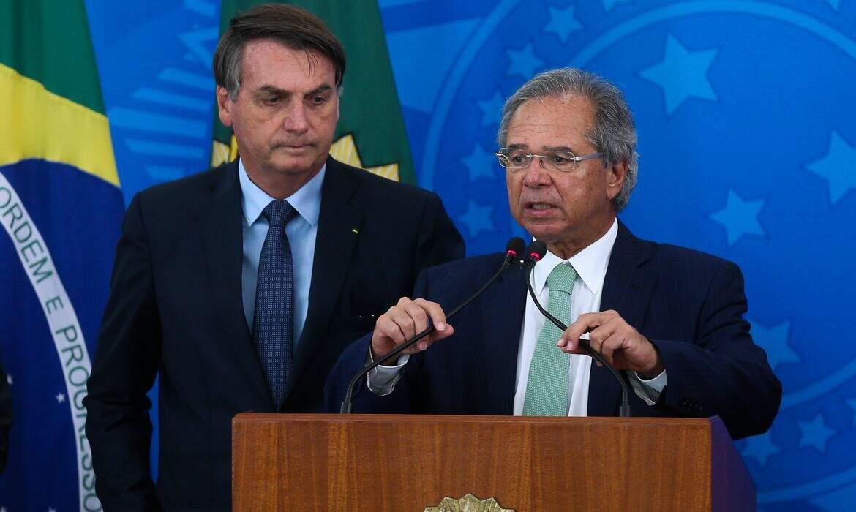 O presidente Jair Bolsonaro e o ministro da Economia, Paulo Guedes, que anunciaram medidas para socorrer a economia. (Foto: Agência Brasil)