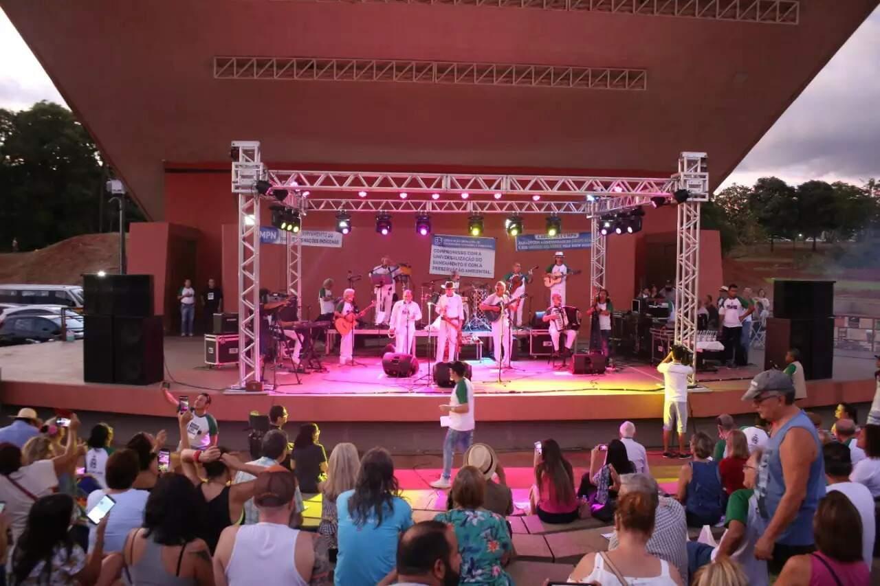 Show do Grupo Acaba em abril do ano passado, na Concha Acústica Helena Meirelles. (Foto: Paulo Francis)
