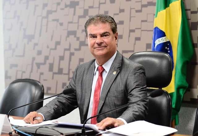 Nelsinho defende Mandetta no cargo e diz que Bolsonaro comete equívocos