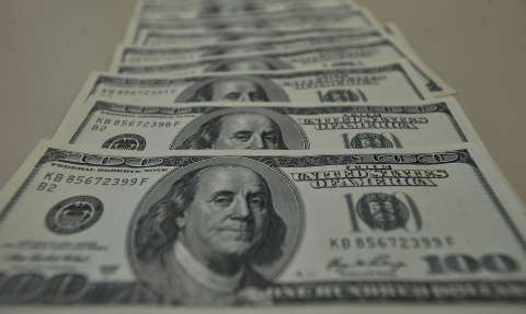 Dólar sobe pela sexta vez seguida e ultrapassa R$ 5,32